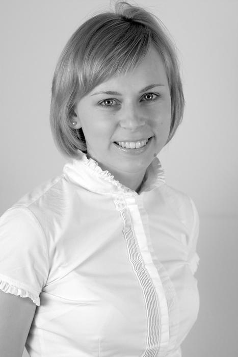 <b>Anna Jakubowska</b> księgowa w dziale kpir a.jakubowska@zimnicki.pl - 1567